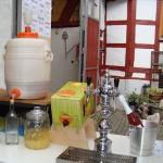Unsere kleine Getränkeauswahl wartet auf Sie - hauseigener Äpfelwein und Apfelsaft ...