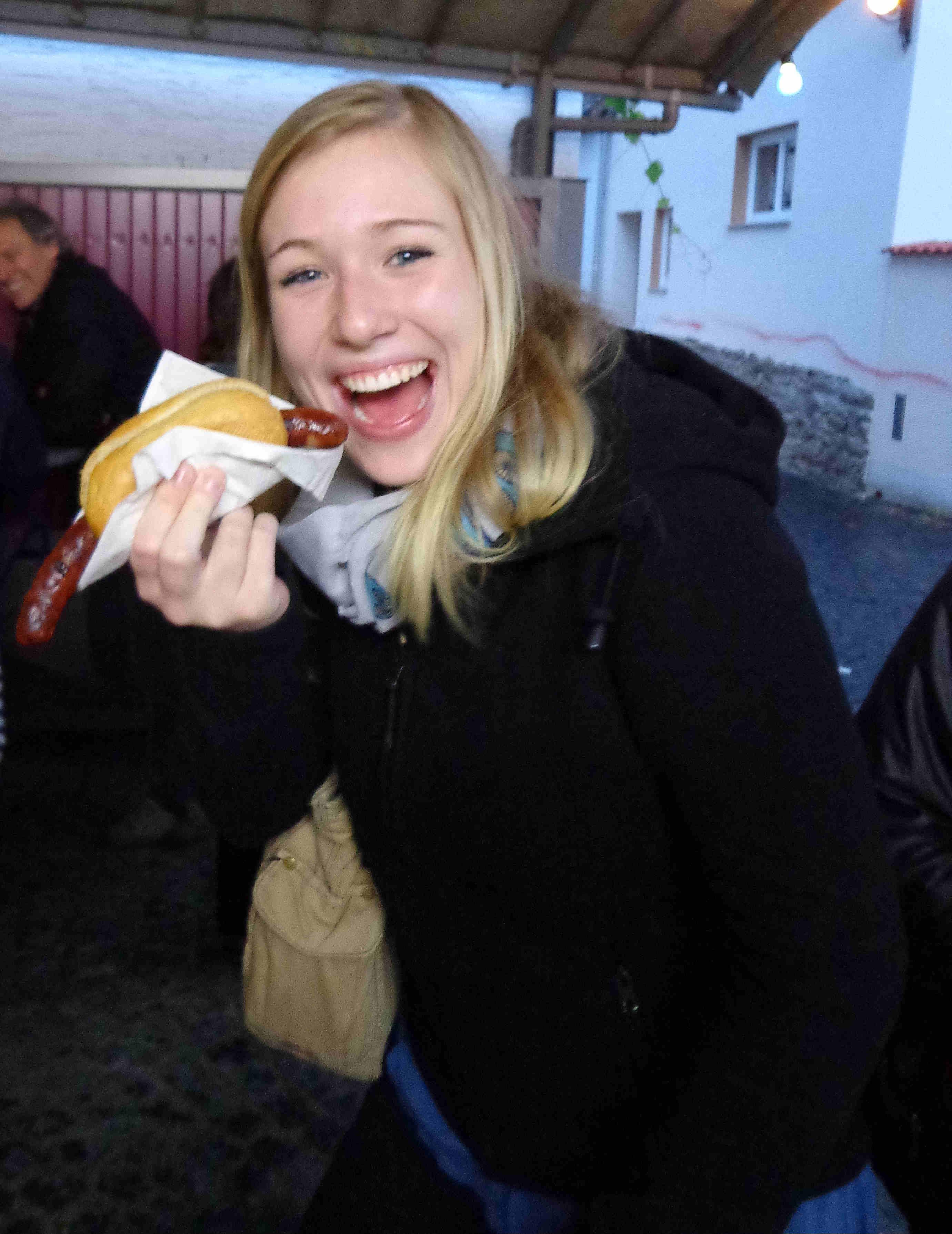 Das war das Brunnenfest 2012 bei Bauer Burkard - die letzte Wurst ist weg: Guten Appetit!